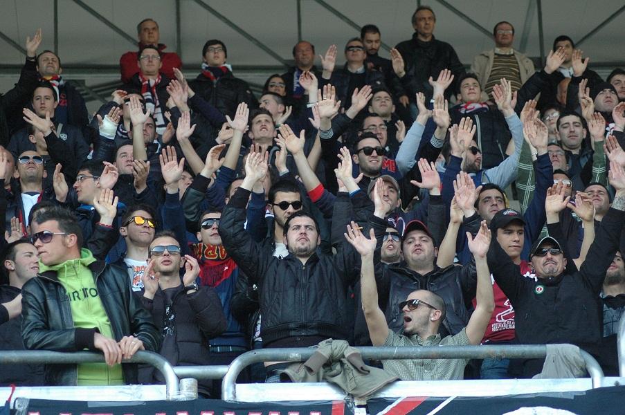 Tifosi della Samb allo stadio durante la gara con la Santegidiese (giammusso)