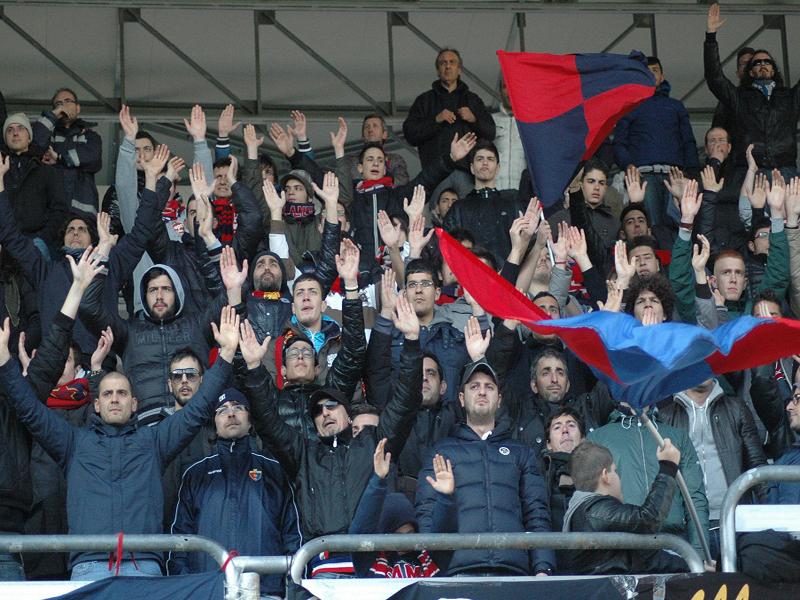 Tifosi della Samb nella partita contro l'Isernia (Giammusso)
