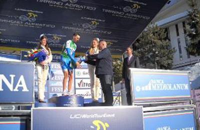 Nibali con gli assessori provinciali Giuseppe Antonio Di Michele e Francesco Marconi.