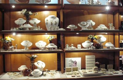 gioielleria svaligiata (foto google)