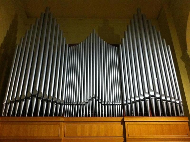 Facciata dell'organo Balbiani-Vegezzi-Bossi presso la chiesa Santa Maria della marina