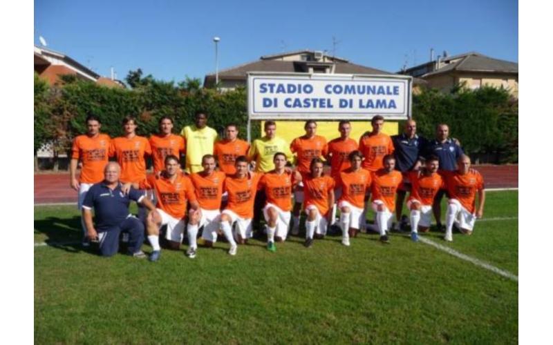 La squadra di calcio Atletico Truentina 2011/2012 (foto tratta dal sito www.atleticotruentina1946.it)