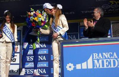 Vincenzo Nibali durante la premiazione