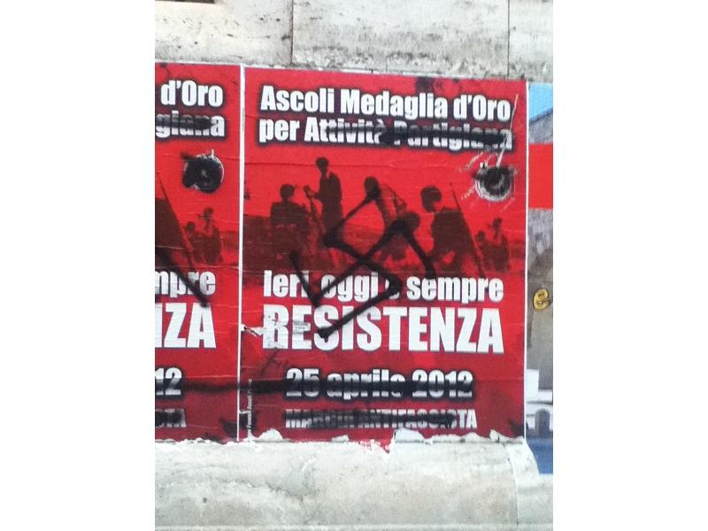 Svastiche sul manifesto di Rifondazione comunista per il 25 aprile