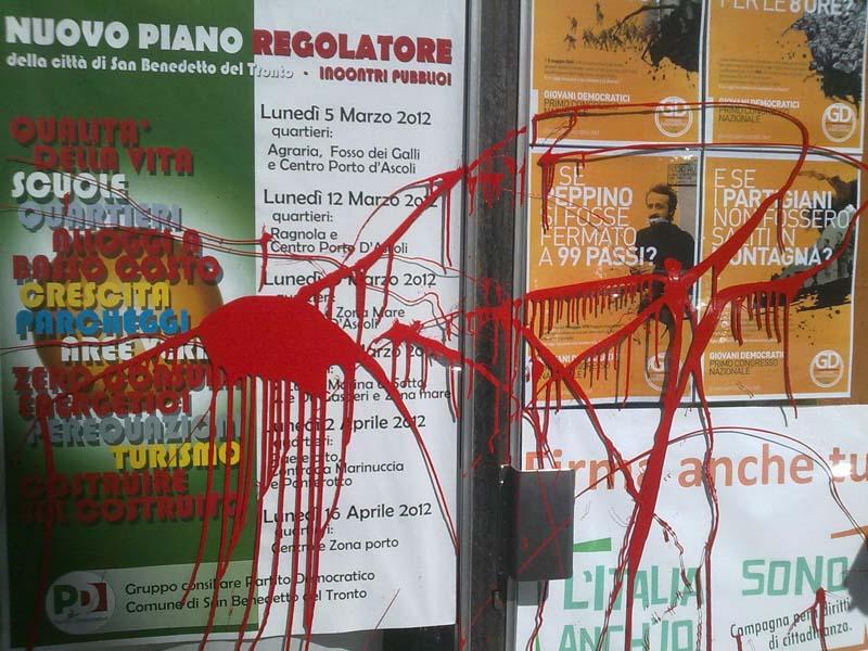Atti di vandalismo nella sede del PD