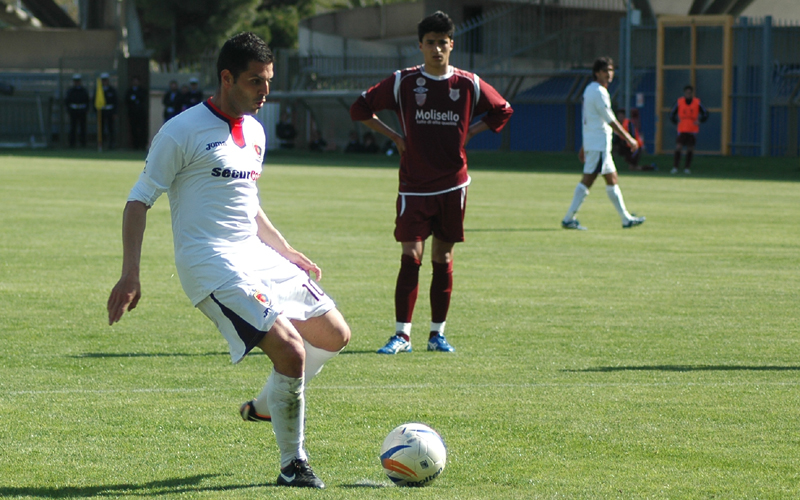 Di Vicino segna il rigore del 3-1 all'Agnonese (giamusso)
