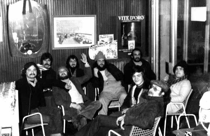 Foto degli anni '70 di San Benedetto, al centro Francesco Pignotti, con il berretto