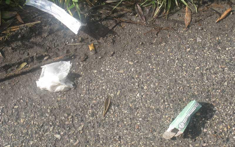 Rifiuti lasciati dai tossicodipendenti lungo via Bolzano