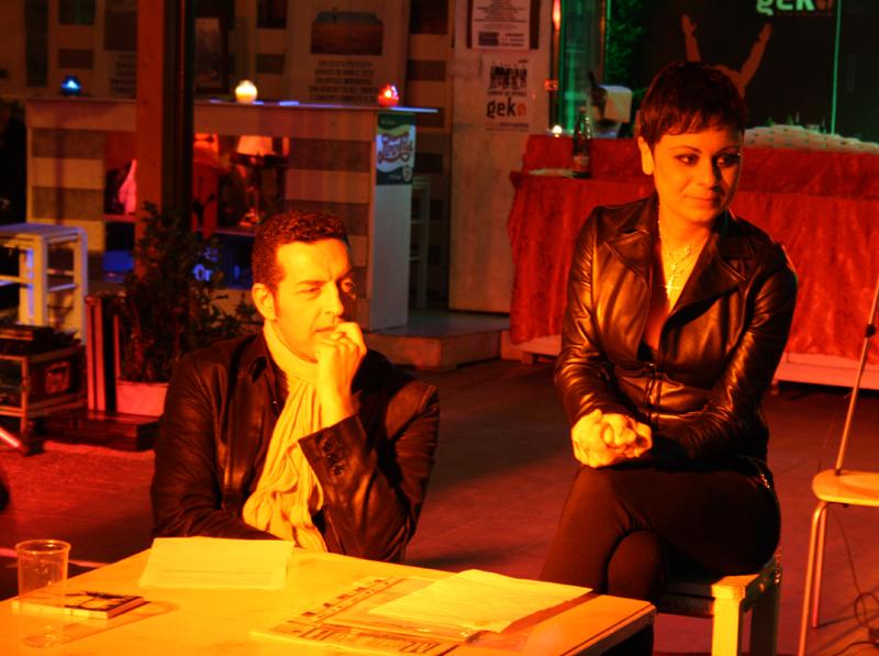 La cantautrice Paola Narcisi insieme al giornalista e attore romano Davide Gramiccioli durante la conferenza stampa pre-concerto al Geko