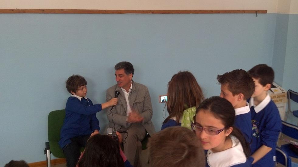 Merli intervistato dagli alunni della 5 B della scuola Speranza