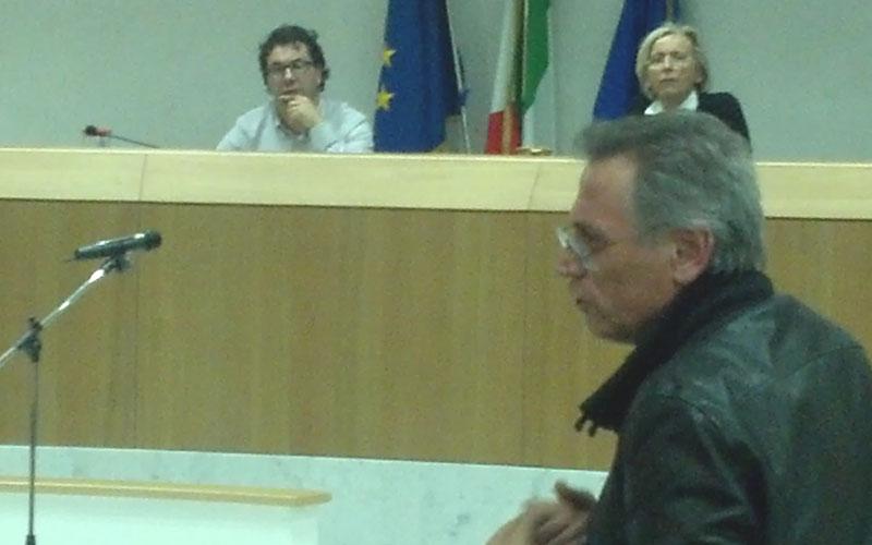 Perazzoli durante il consiglio comunale aperto sulla Sanità del 30 marzo 2012