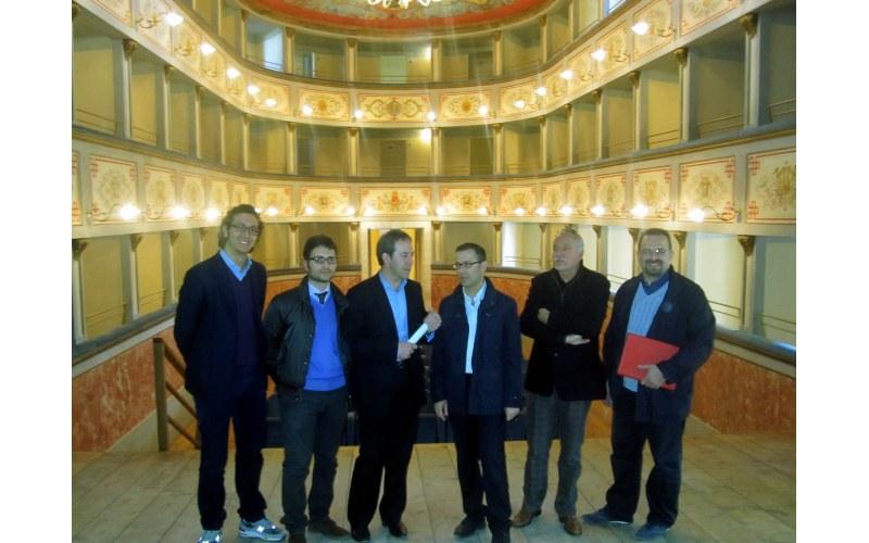 Teatro Mercantini da sinistra Il titolare della ditts Ascani, Moreno Farina, il vice comandante dei Vigili del Fuoco, Paolo D'Erasmo, Marco Bagalini, Giorgio Michetti