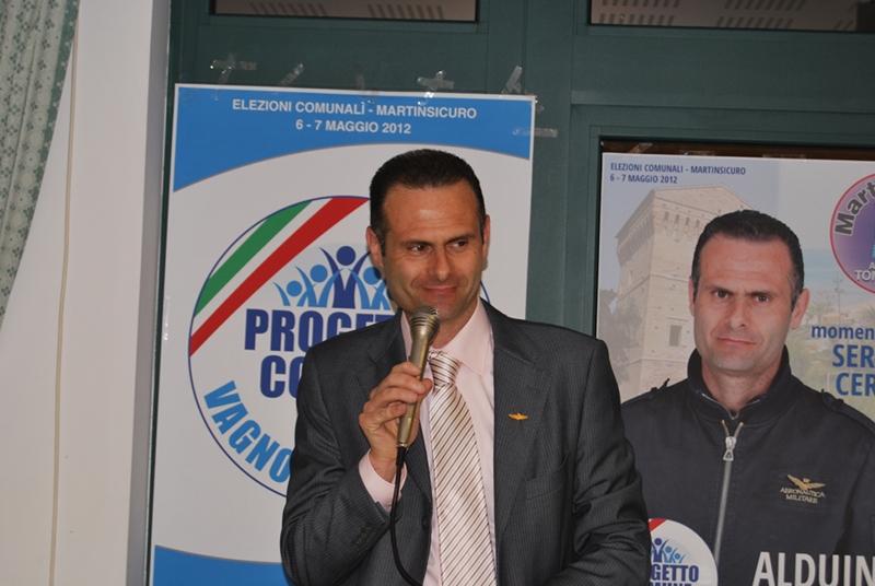 Alduino Tommolini durante il discorso di apertura della cena