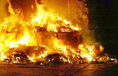 casolare in fiamme
