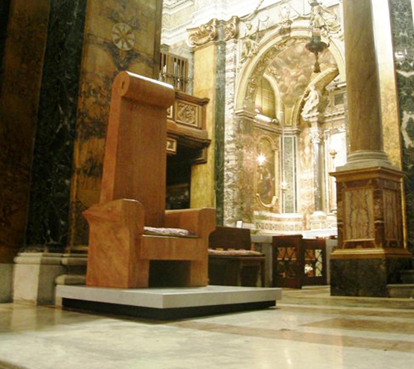 Una cattedra vescovile, è la nuova opera di Genti Tavanxhiu