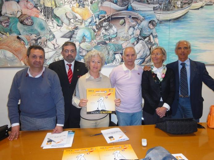 I membri dell'associazione I Luoghi della Scrittura con Margherita Sorge e Manrico Urbani