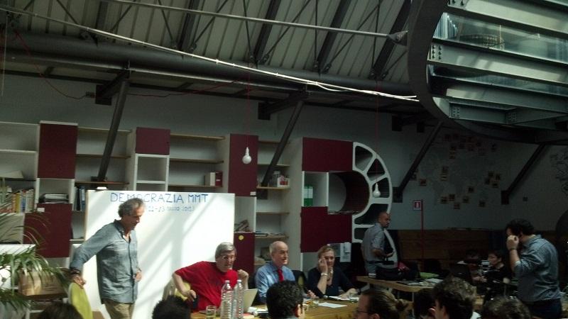 Democrazia MMT, Hub di Milano, Barnard in piedi, poi Bellofiore e Parguez (foto RivieraOggi.it)