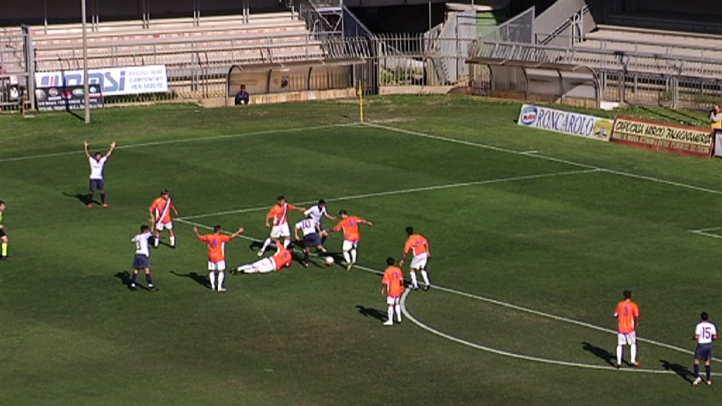 Di Vicino per Pazzi, sarà gol ma l'arbitro annullerà ed espellerà Nicolosi