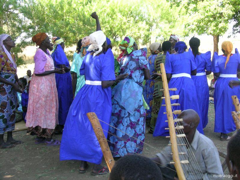 Donne di Atanga in festa