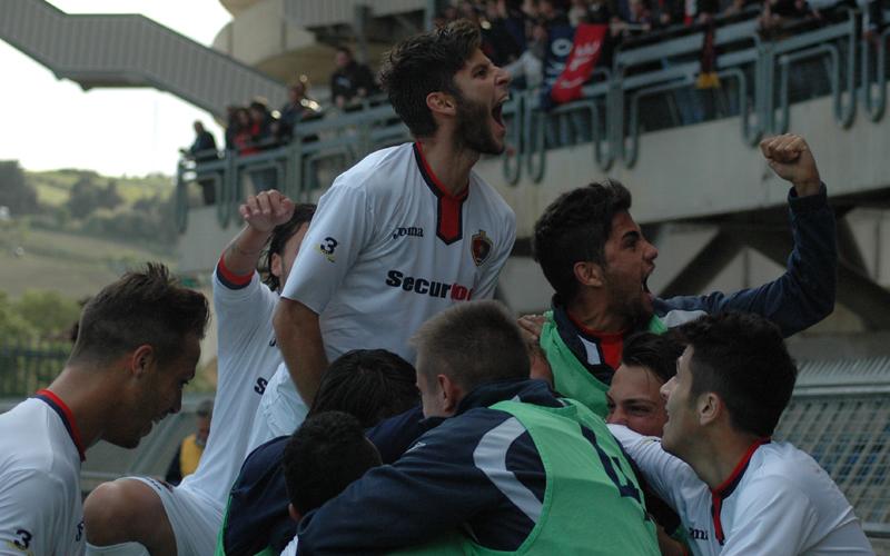 Gol di Carteri che esultanza contro l'Ancona (giammusso)