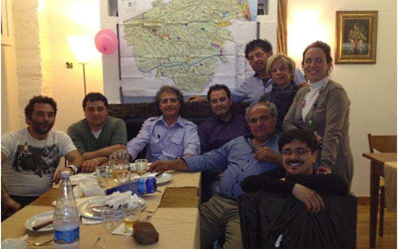 Il sindaco Merino Mecozzi festeggia il nuovo Piano Regolatore di Massignano con i suoi consiglieri