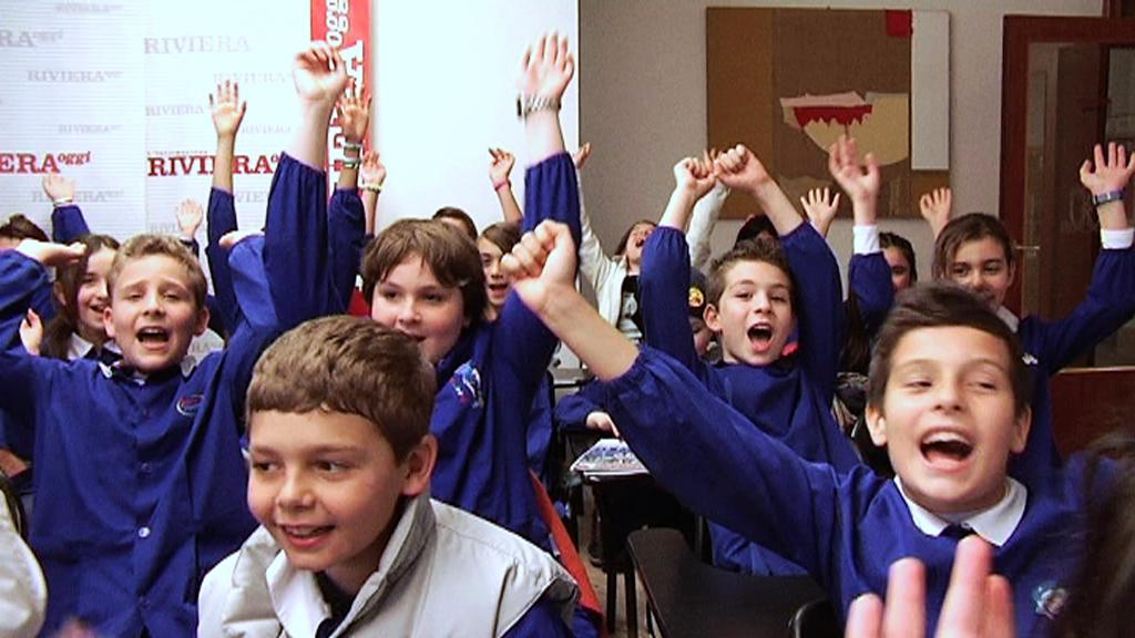 La 5 B e la 5 A della scuola Speranza durante la visita a Riviera Oggi 2