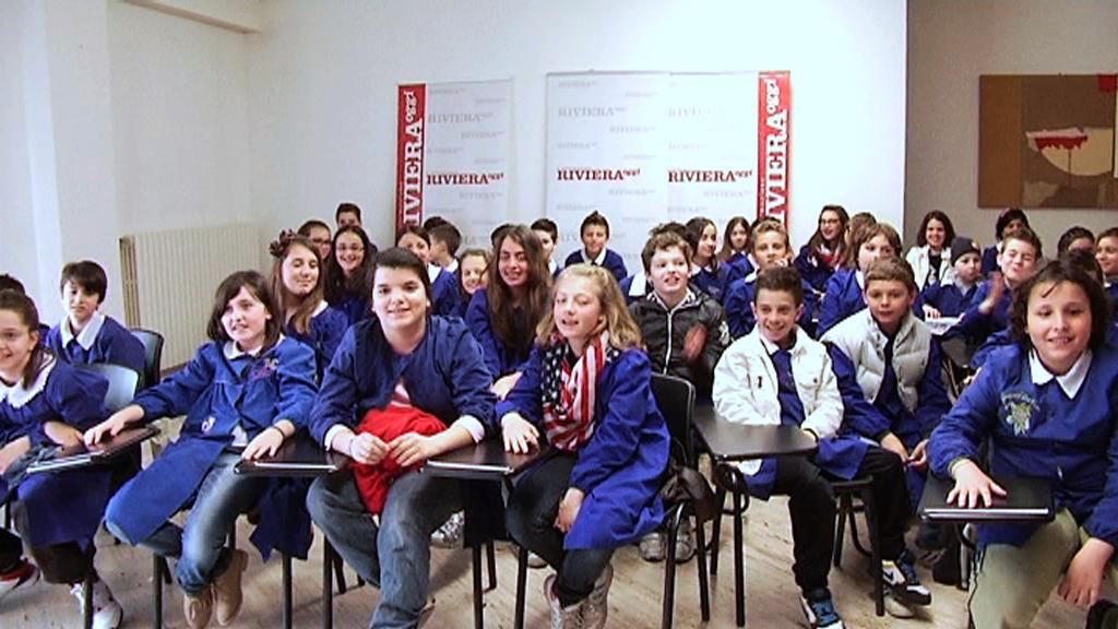 La 5 B e la 5 A della scuola Speranza durante la visita a Riviera Oggi 3