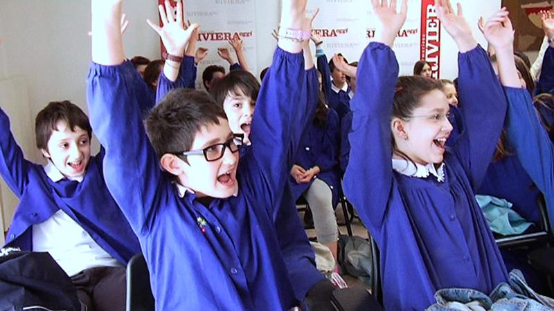 La 5 B e la 5 A della scuola Speranza durante la visita a Riviera Oggi