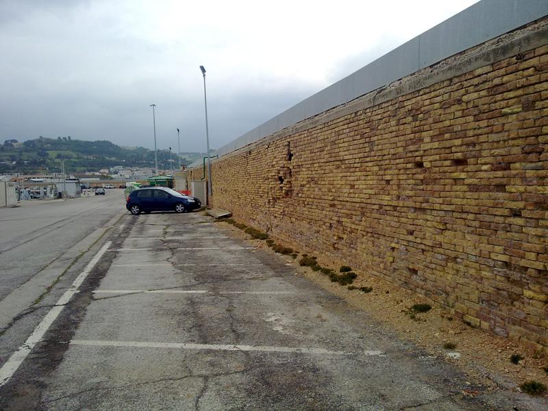 Il muro del porto
