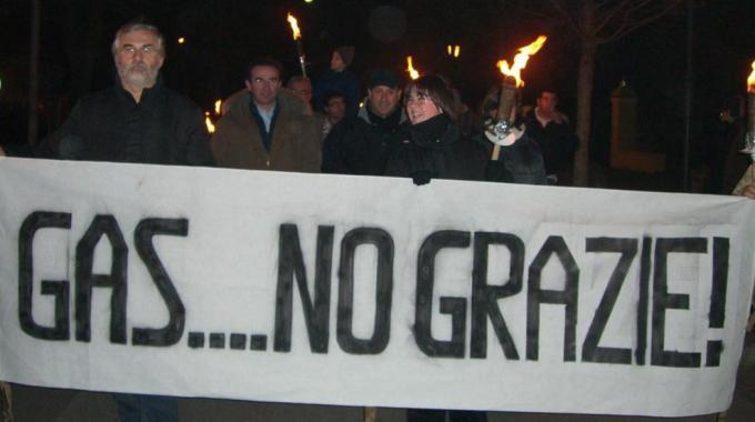 Rivara, una fiaccolata No Gas (www.mo24.it)
