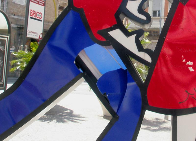 La statua danneggiata - foto del 07/04/2011