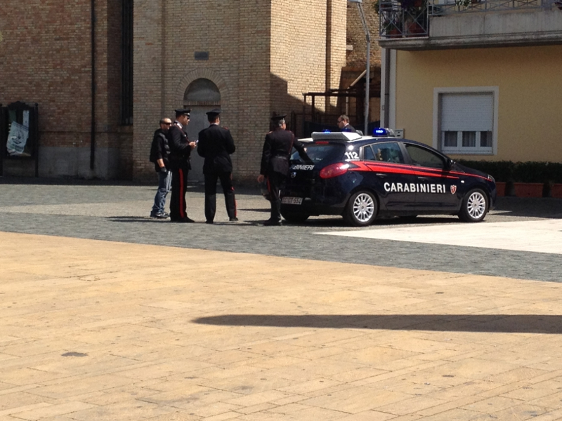 Un momento del blitz antidroga in piazza Cavour