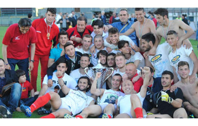 Il Sant'antonio Abate con la Coppa Italia, grazie alla quale entrerà di diritto alle semifinali dei play off