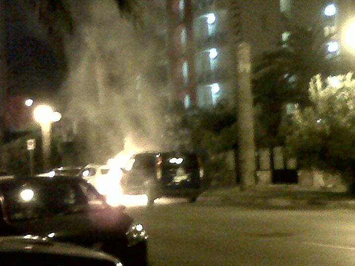 Auto che brucia sul Lungomare di Grottammare 2