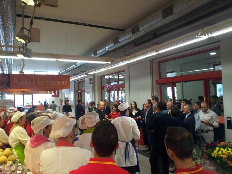 Inaugurazione Conad, la benedizione di don Gabriele 2
