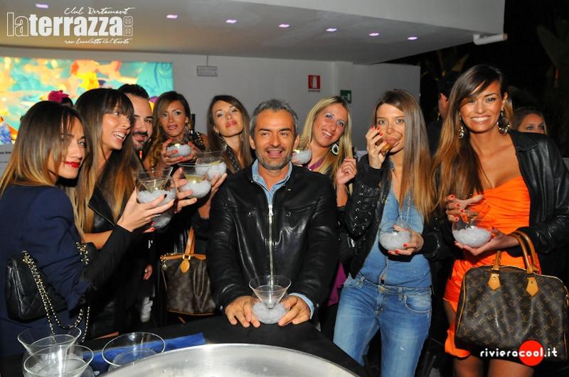 Leo D'Isidori attorniato da tante bellezze in occasione del suo compleanno festeggiato alla Terrazza BB