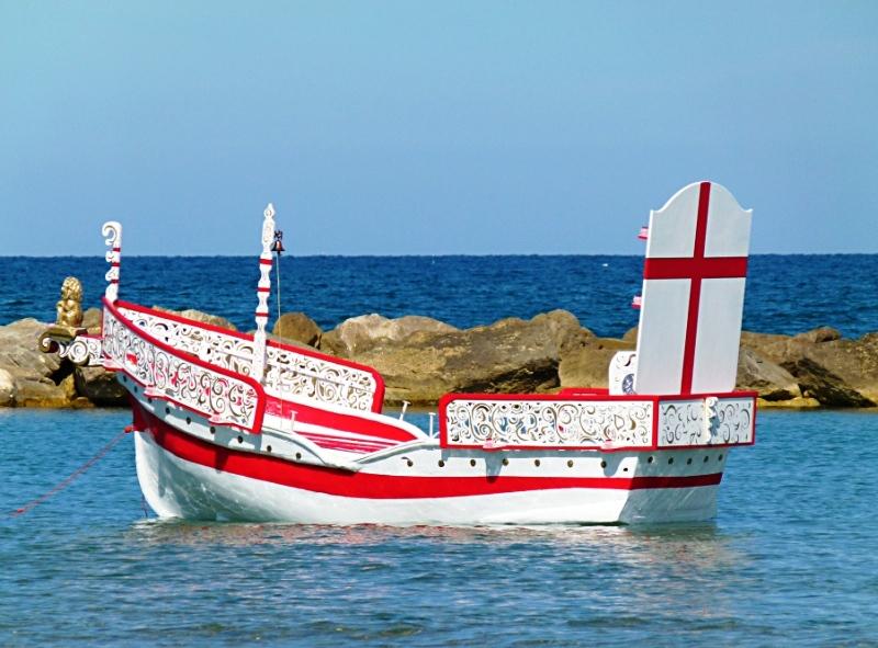 Sacra 2012 la barca dello sbarco durante la prova di galleggiamento