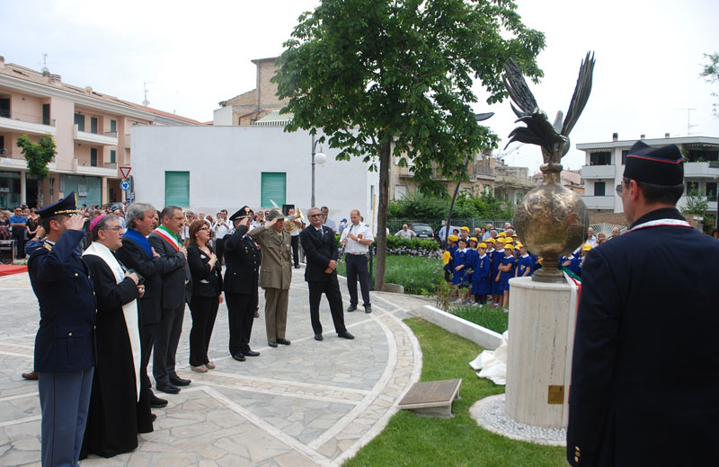 Inaugurazione del monumento dedicato ai carabinieri
