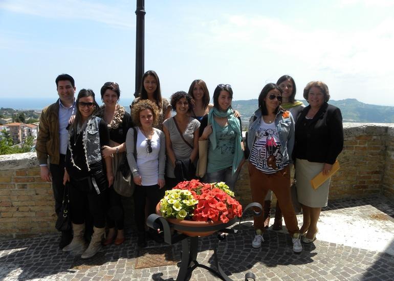 I membri dell'associazione Mammamia con il sindaco Stracci e l'assessore Maoloni