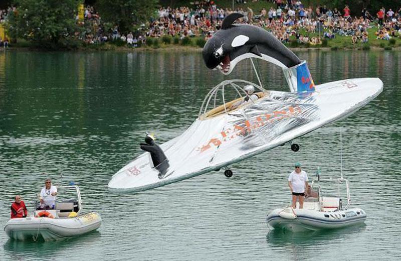 Patrizi Sciroli sull'Orca Space al Red Bull Flugtag 2012