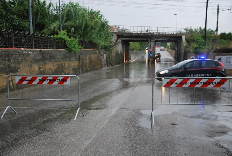 Il sottopasso di Via Roma chiuso per allagamento