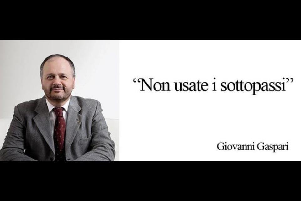 Domenica 22 luglio, immagini satiriche su Facebook sugli allagamenti a San Benedetto, qui un messaggio elettorale del sindaco Gaspari un po' storpiato