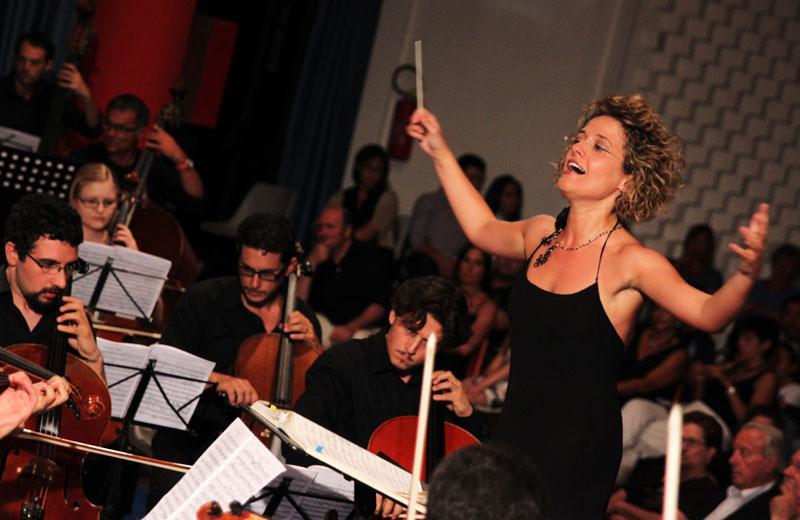 Il Maestro Luisella Chiarini e l'orchestra Rossini