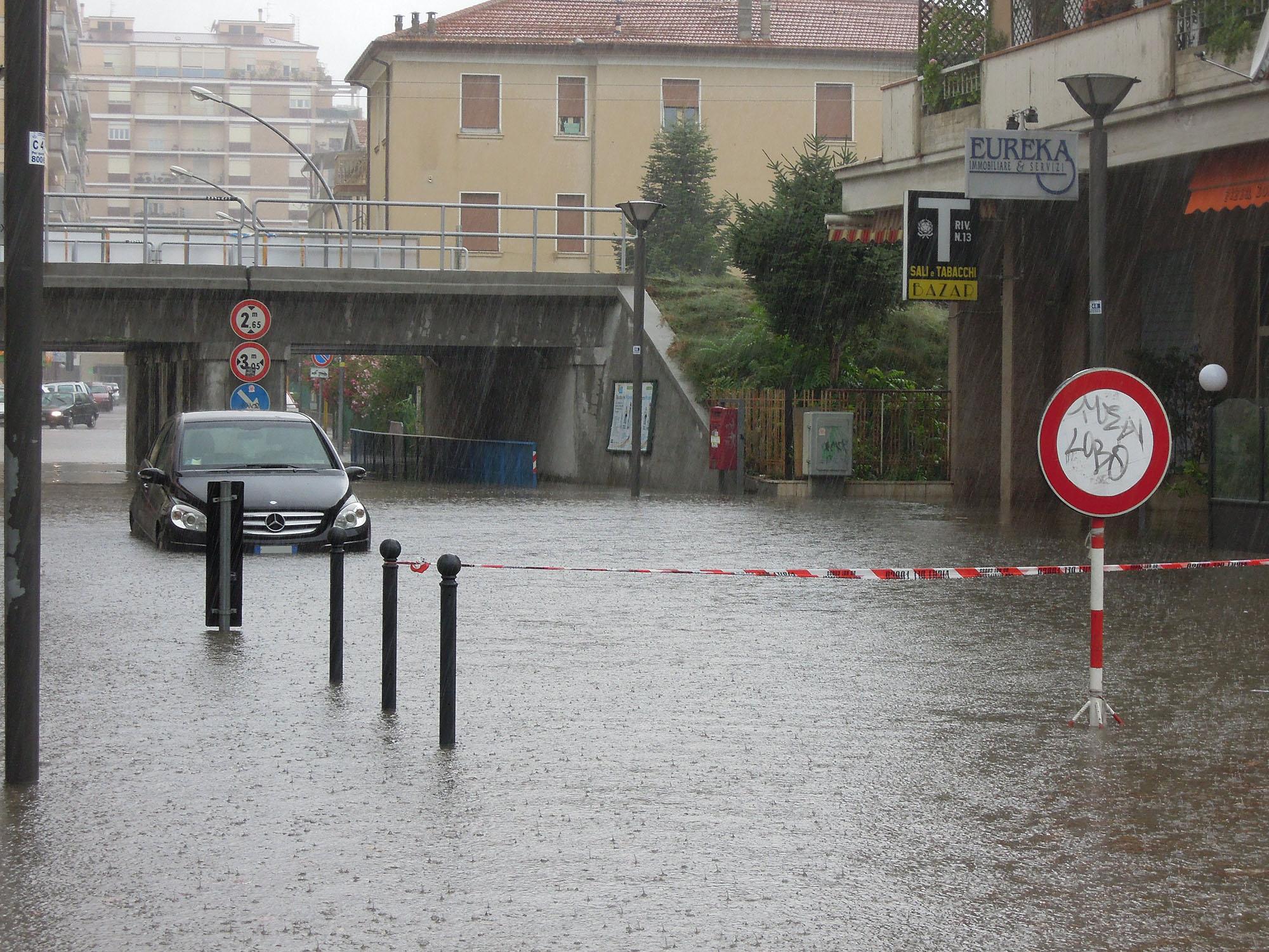 Luglio 2012, via Trento allagata 2