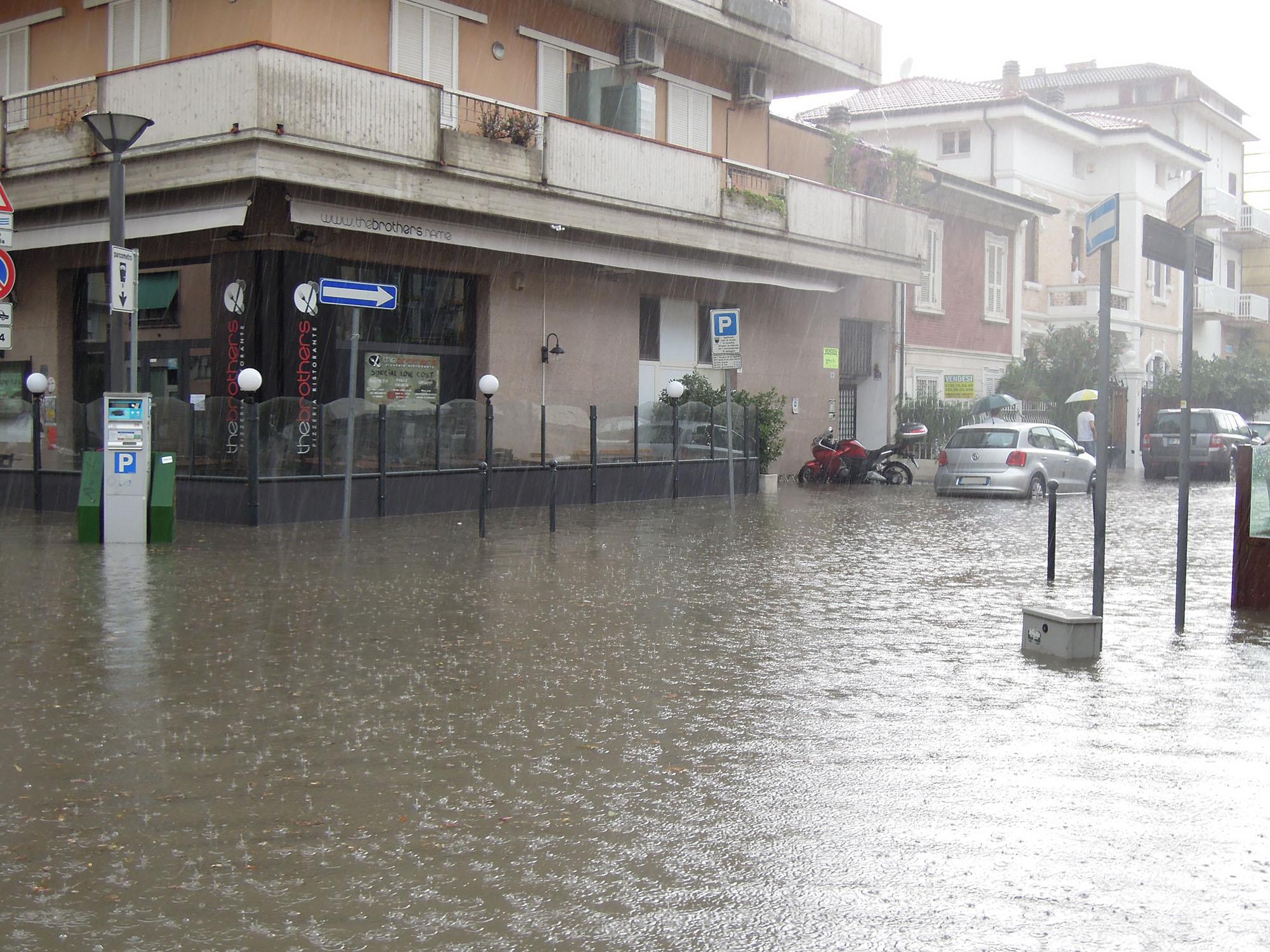 Luglio 2012, via Trento allagata 3