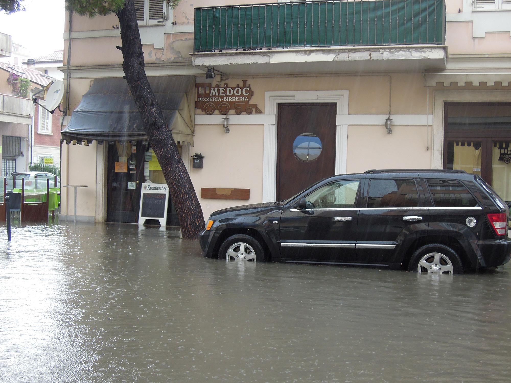 Luglio 2012, via Trento allagata 5