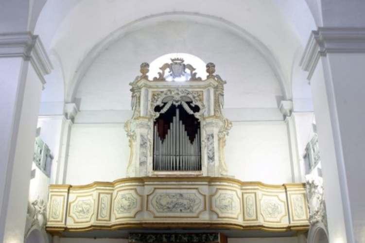 Organo della Chiesa di Santa Lucia (fonte terredelpiceno.it)