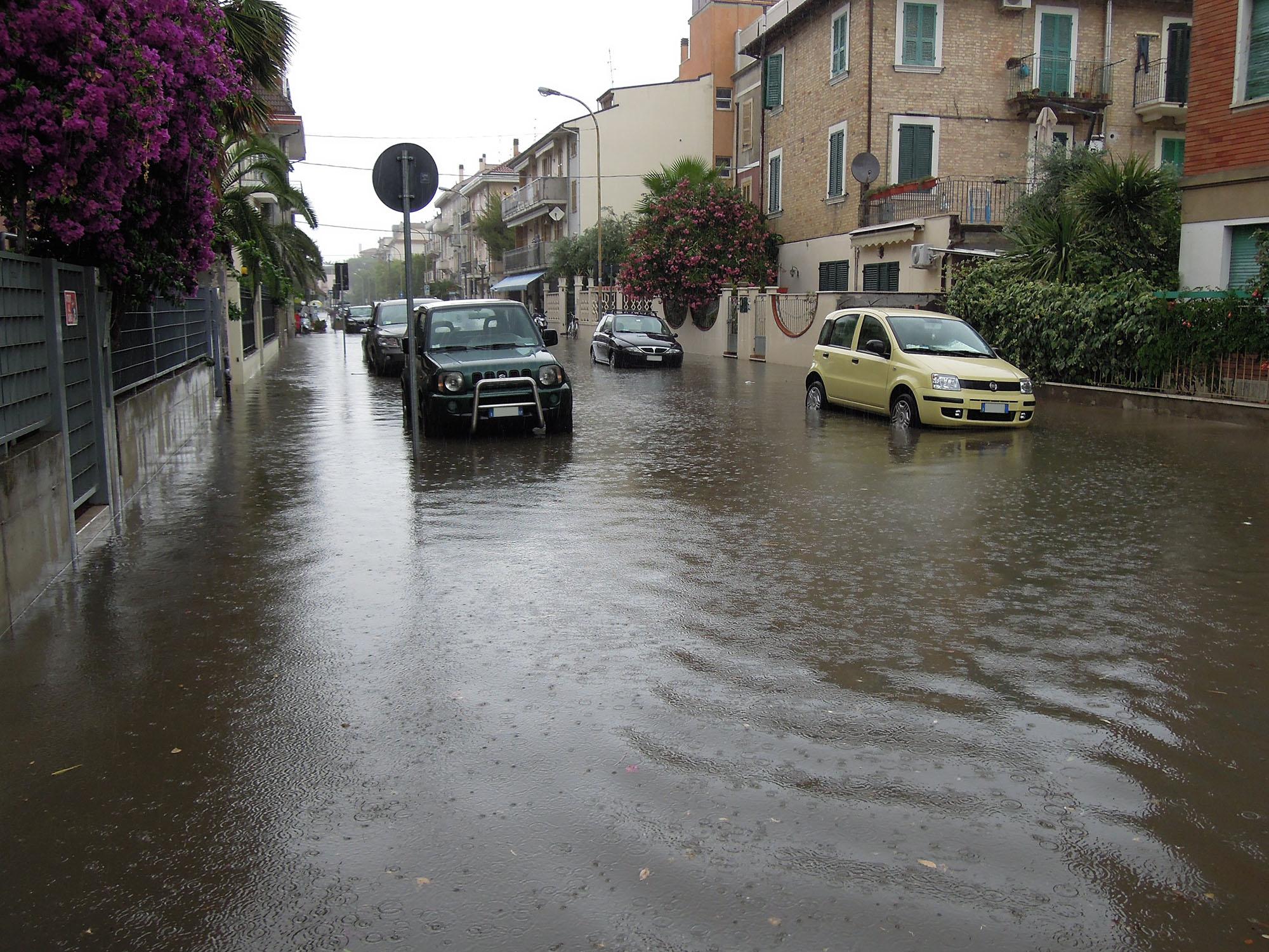 Via Trento allagata, luglio 2012 4 (fulvio baiocchi) 5
