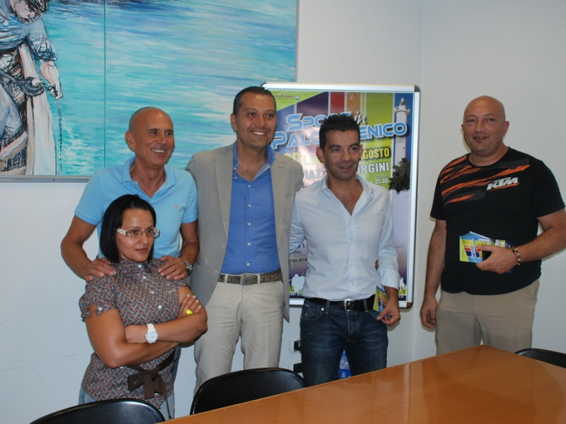 L'assessore Marco Curzi assieme agli organizzatori di