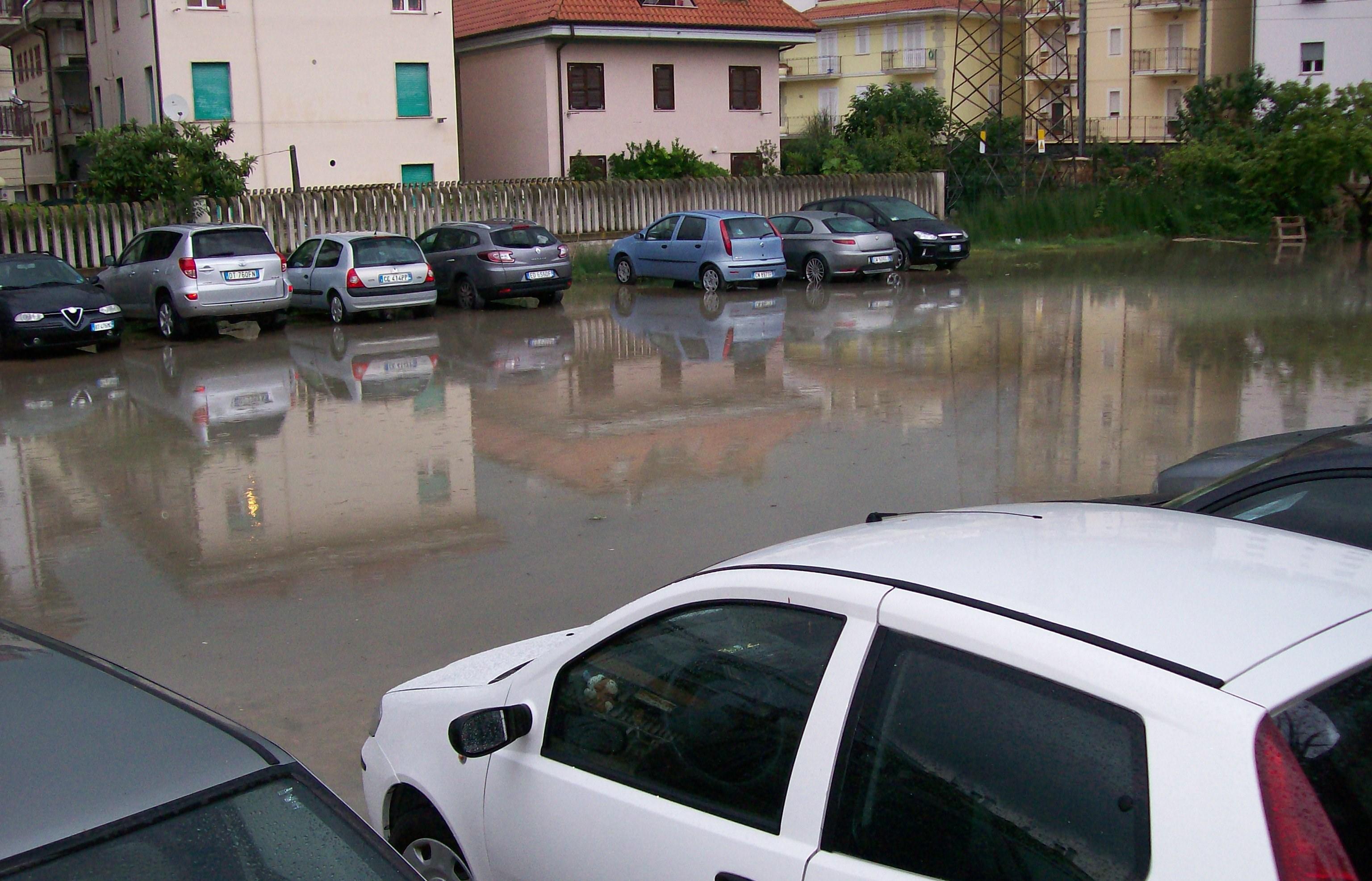 via Lombroso, parcheggi allagati lo scorso 24 luglio